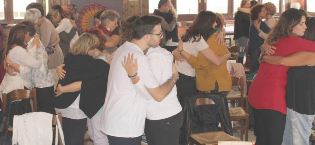 L'abbraccio alla 1°Conferenza AHNA Italia
